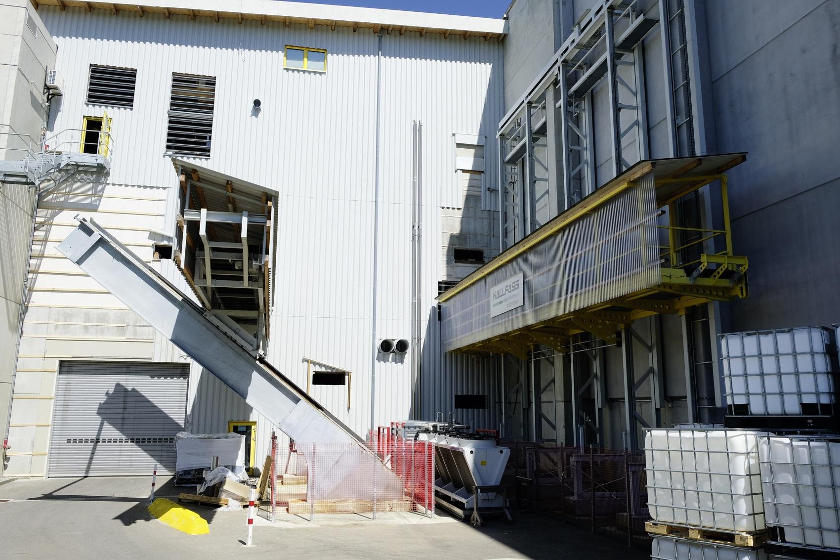 Zwei Kallfass-Aufzüge verbinden drei Produktionsebenen